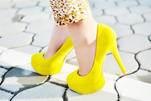 yellow_heels_tumblr