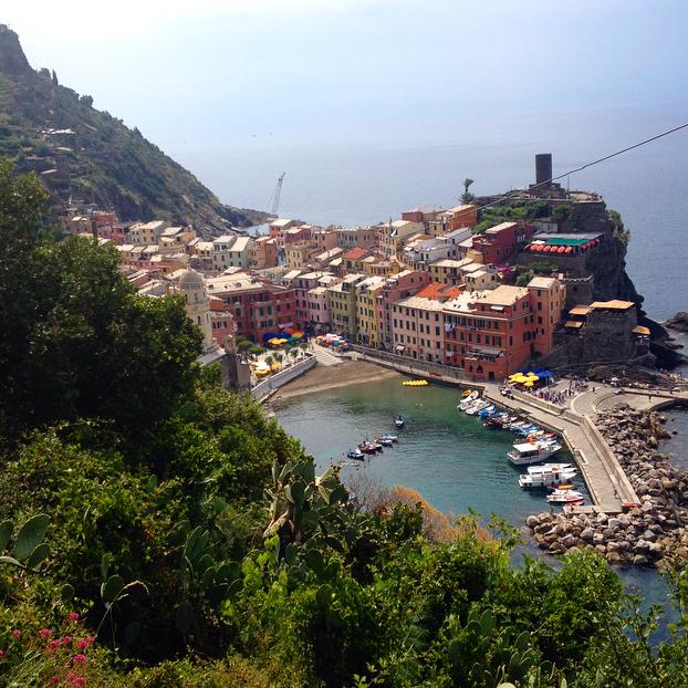 la vue sur Vernazza à partir du sentier pédestre.