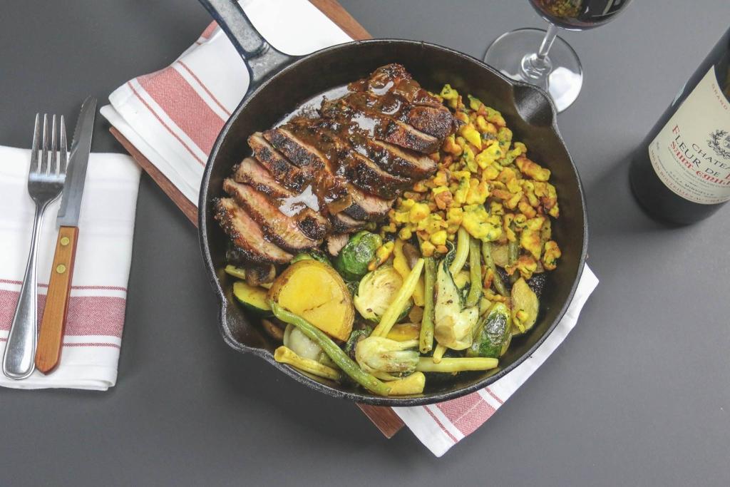 Steak New York, Sauce au poivre, spaetzle aux herbes, légumes de saison