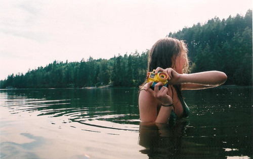 colored-girl-holga-lake-photography-water-Favim.com-84099
